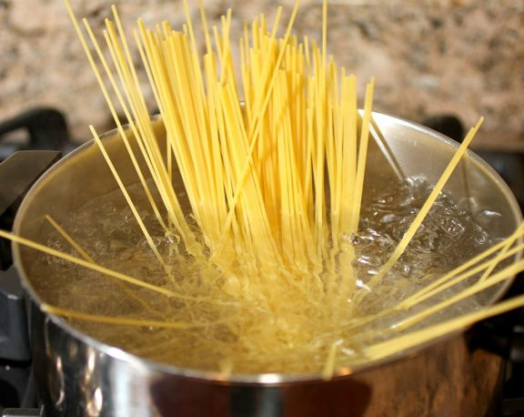 How to Make Spaghetti in 7 Steps display image