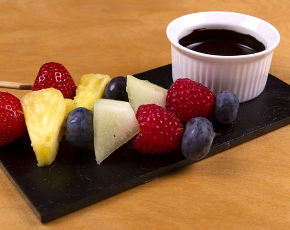 Brochettes de fruits au chocolat display image