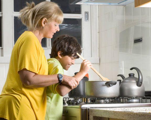 Peux-tu utiliser la cuisinière et le four? Voici 5 règles de sécurité à suivre display image